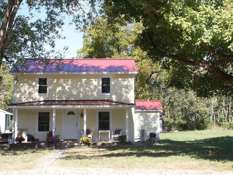 Rocky Bar Retreat - 3 Bedrooms, 2 Full Baths, Located On Shenandoah River, holiday rental in Stanardsville