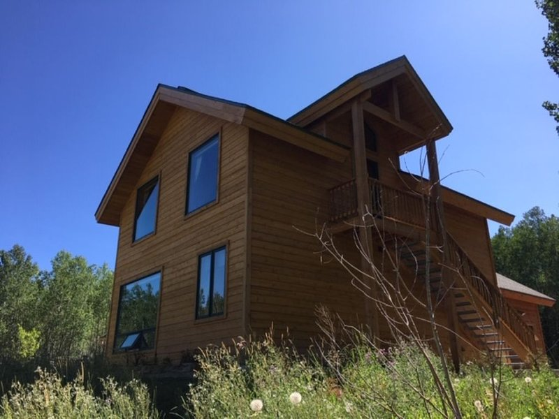 Relaxing Mountain Retreat Near Flat Tops Wilderness, Steamboat Springs,, vacation rental in Yampa