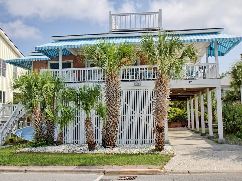 Four houses from the beach with a wrap around porch for relaxing, holiday rental in Wilmington Island