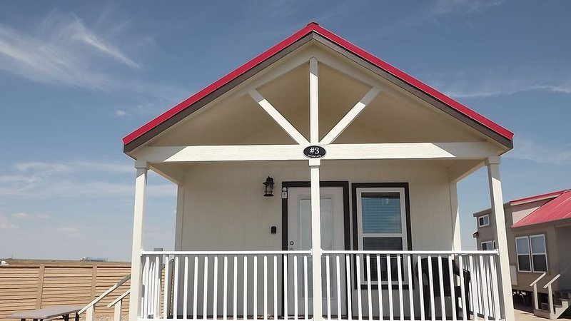 Oasis Cottages offers a relaxed & welcoming weekend getaway for 2 or a family!, holiday rental in Amarillo