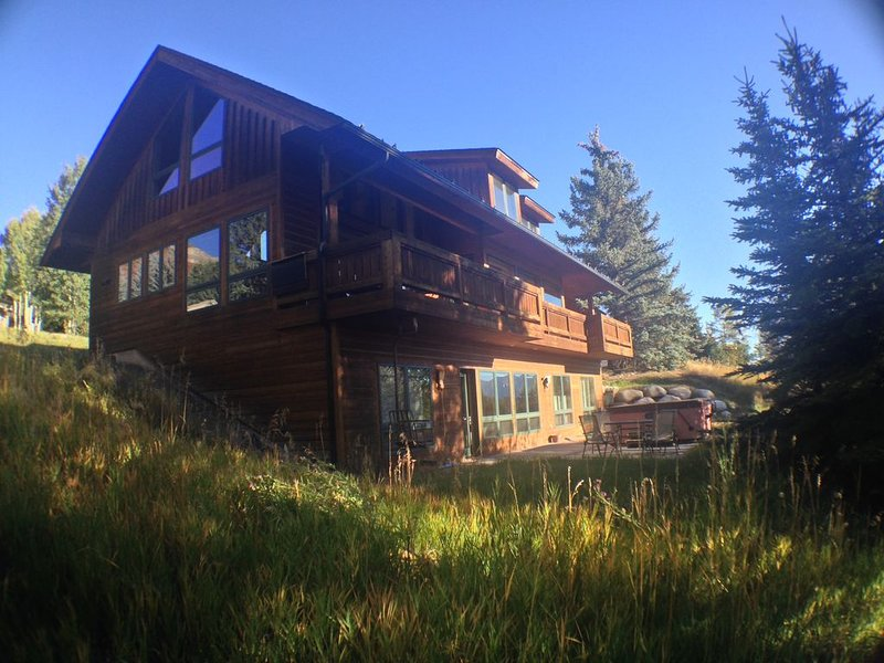 Newhard Chalet - Year Round Large Mountain Vacation Home, location de vacances à Snowmass Village