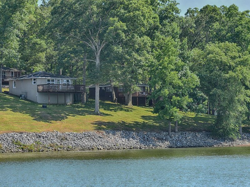 Kentucky Lake Waterfront Cabin.  Family and Pet Friendly. Sleeps 6, location de vacances à Bumpus Mills