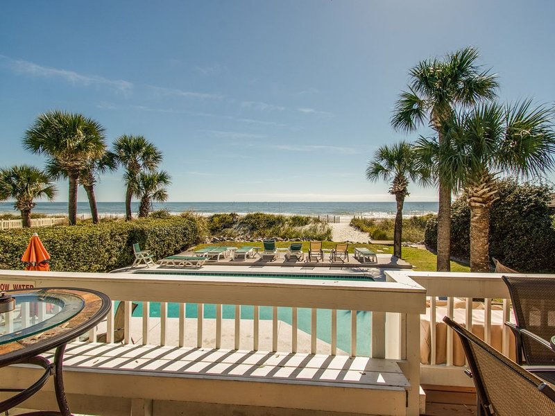 91 Dune Lane - Direct Oceanfront home w/private pool/hot tub & family bikes, location de vacances à Daufuskie Island