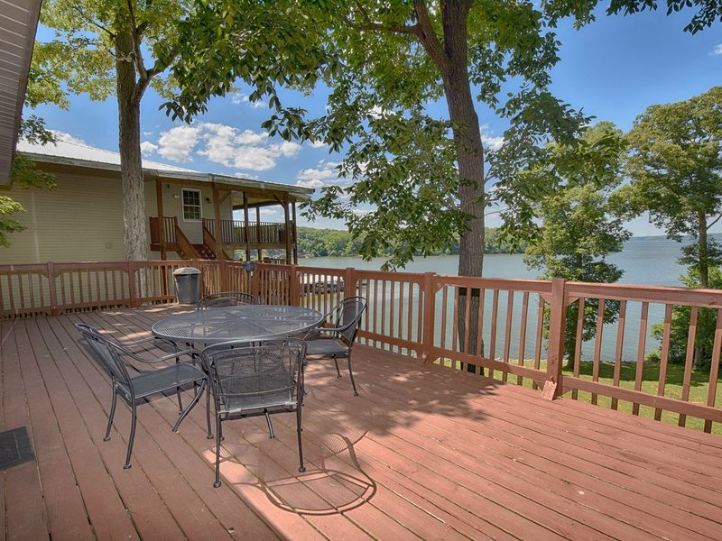Kentucky Lake Waterfront -close to LBL- perfect for family reunions-, location de vacances à Bumpus Mills