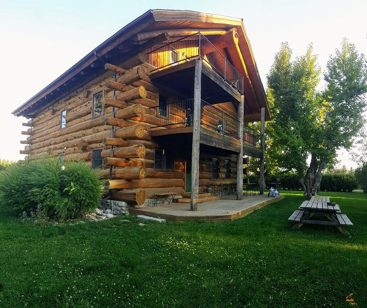 Lucky Dog Lodge - Spectacular Large Group Accommodations!, aluguéis de temporada em Bozeman