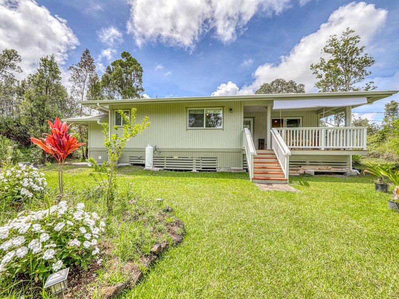 Beautifully built home on a dead end street w/ a covered lanai & full kitchen, location de vacances à Mountain View