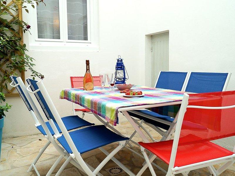 MAISON 135 m2  DANS LE CENTRE HISTORIQUE D'ARS, holiday rental in Ars-en-Re