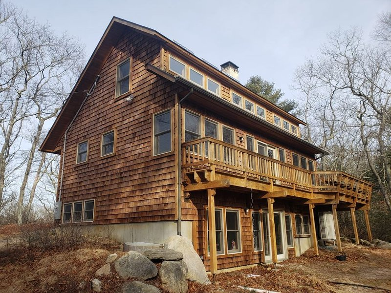 Secluded Cedar Cottage in the Matunuck Hills - just minutes from local beaches!, casa vacanza a Charlestown