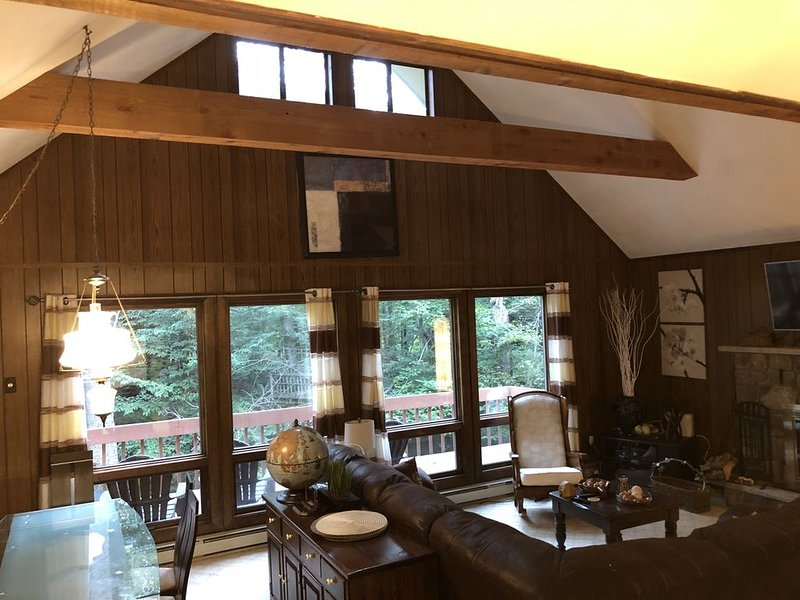 Chalet by Lehigh River. Big Bass Lake community. Pocono Mountains, vacation rental in Gouldsboro