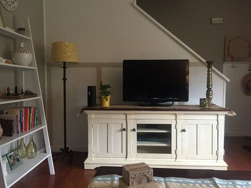 Tidy Townhome Close to Campus, holiday rental in Julian