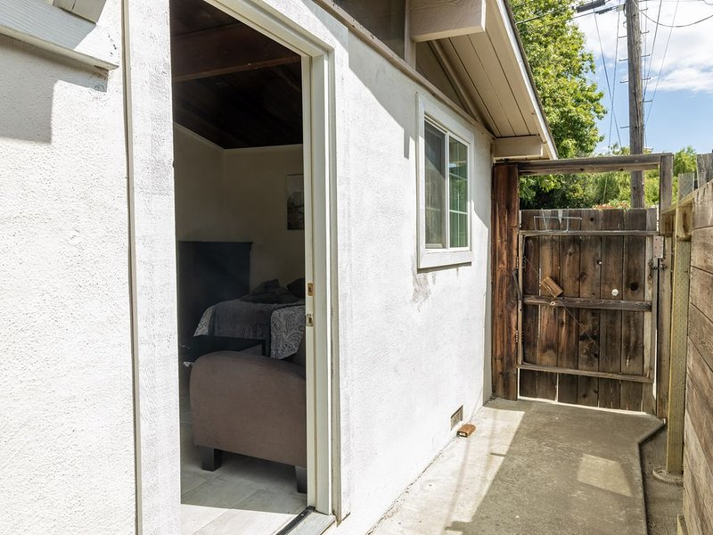 ★ Cozy Studio in Concord, near BART ★, holiday rental in Pittsburg
