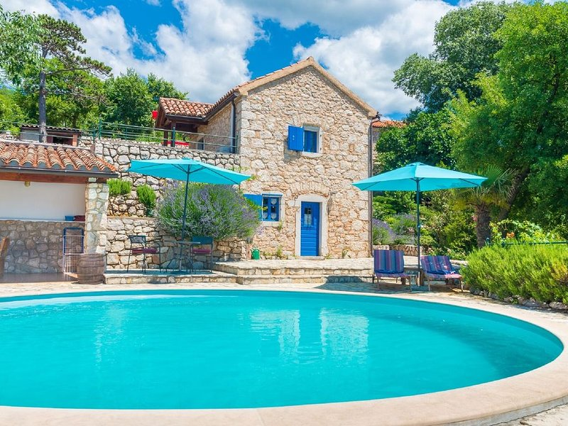 Rural house for two! Privat pool, outdoor kitchen, fenced garden and sea view!, vacation rental in Crikvenica