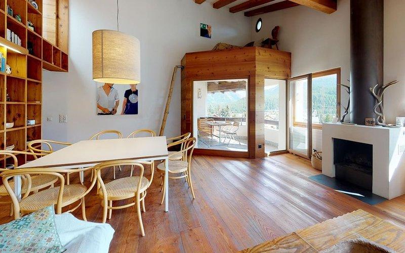 Erstklassige, grosszügige Dachwohnung mit fantastischer Aussicht, casa vacanza a La Punt-Chamues-ch