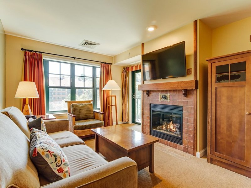 Appa 342 - Bear Tracks - Mtn Front - Pool - Wineries - 50 miles from NYC, vacation rental in Vernon