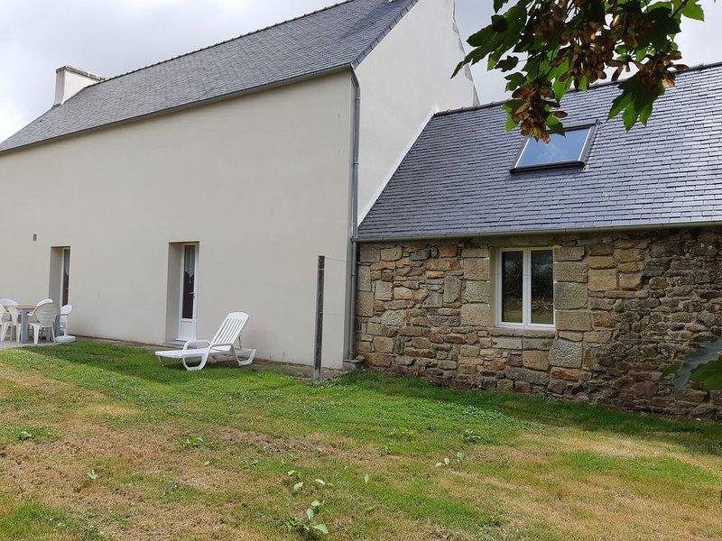 Maison indépendante, grand jardin et parking privatifs clos, vacation rental in Cleden-Cap-Sizun