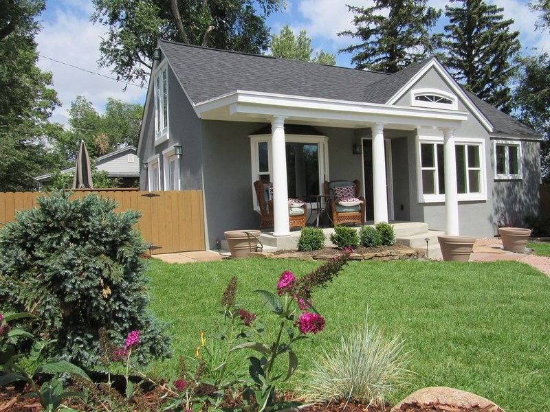 Really Nicely Done! True Vacation Home. Mountain Views. Dog Friendly., holiday rental in Widefield