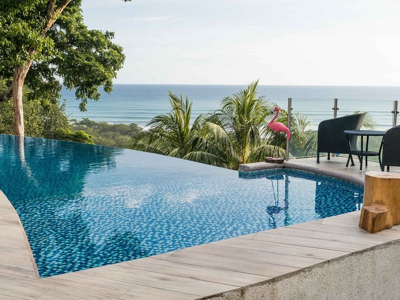 Spacious luxury villa with incredible ocean views, 5 minutes from the beach, holiday rental in Mal Pais