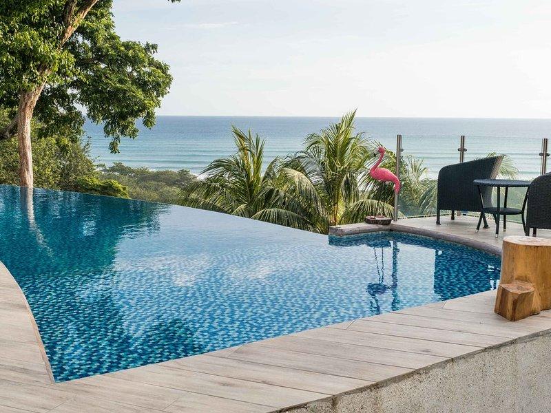 Spacious luxury villa with incredible ocean views, 5 minutes from the beach, alquiler de vacaciones en Mal País