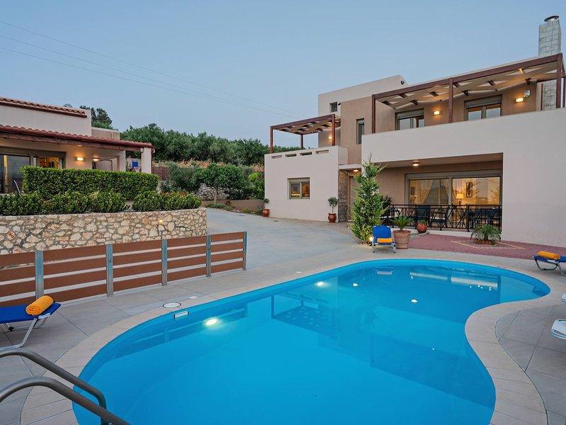 Modern family villas Sandy-Evi in Asteri, 2 buildings, private pool, location de vacances à Asteri