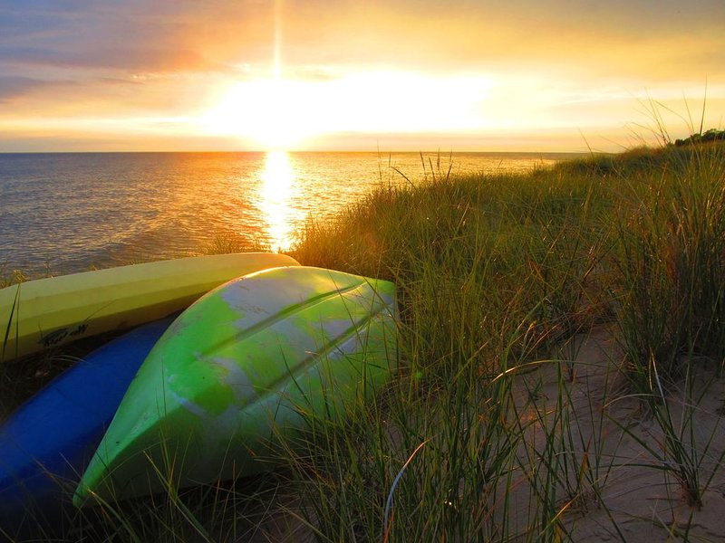Getaway! Rekindle Love & Romance: Lake MI Sunsets, Beach Walks, Wine by the Fire, location de vacances à Oceana County