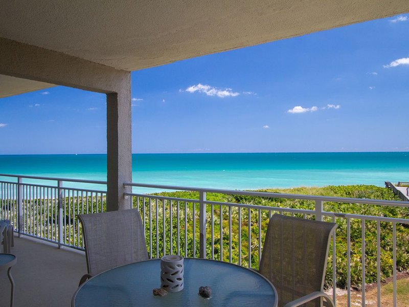 DIRECT OCEANFRONT Condo With Great Views and Large Balcony, holiday rental in Stuart