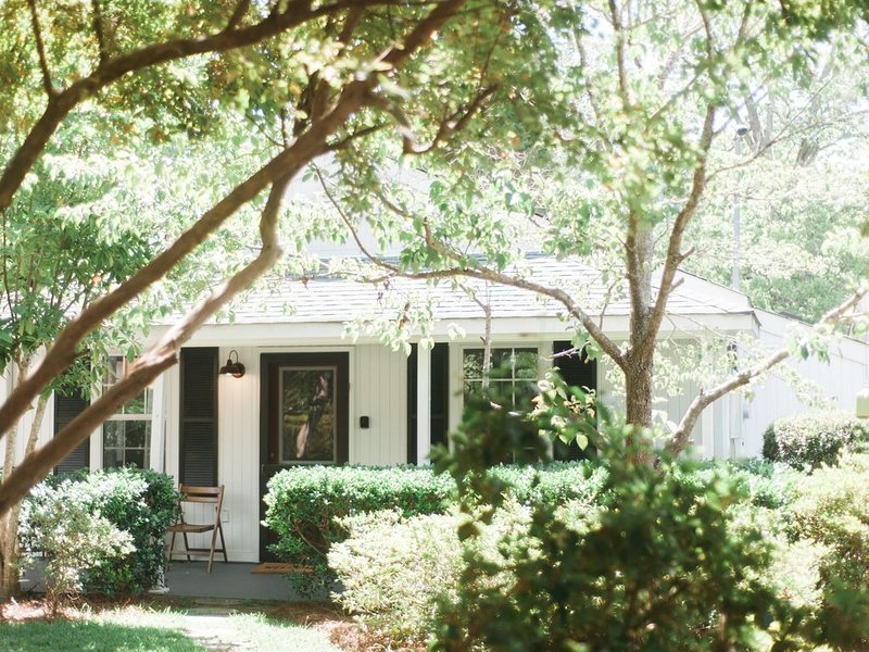 Cozy Cottage In Historic Downtown, alquiler de vacaciones en Summerville
