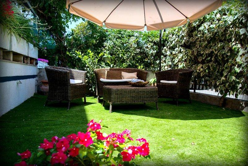 villetta in Complesso Residenziale con piscina a soli 100 metri dal mare, holiday rental in Venetico