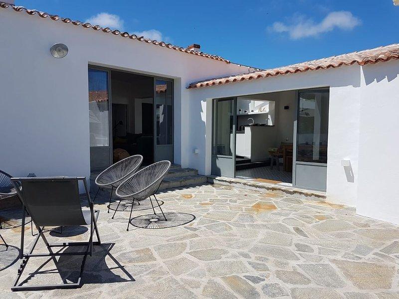 Maison de charme Saint Sauveur, Ile d'Yeu, Jardin, village et commerces, vakantiewoning in Ile d'Yeu