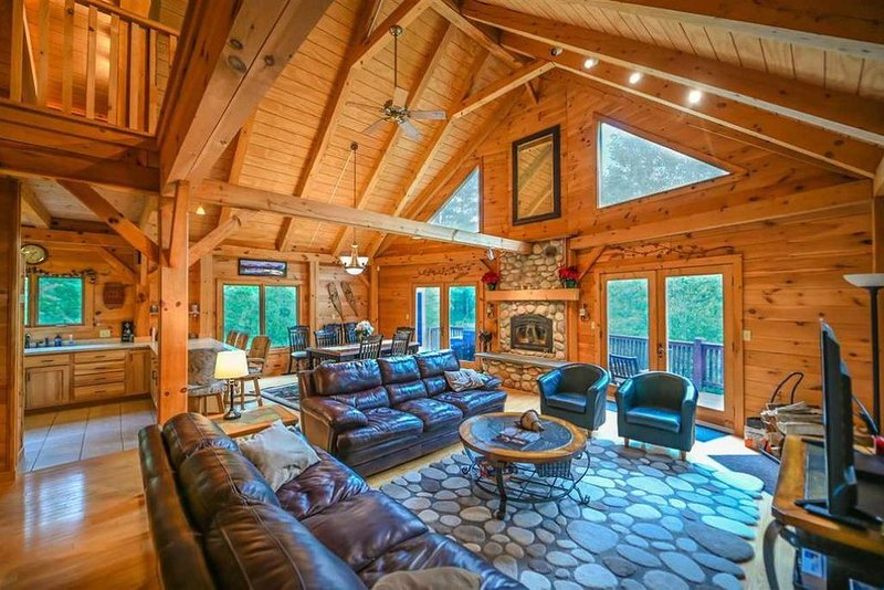 * central air *  Beautiful post & beam home between Stratton & Mount Snow, location de vacances à Wardsboro