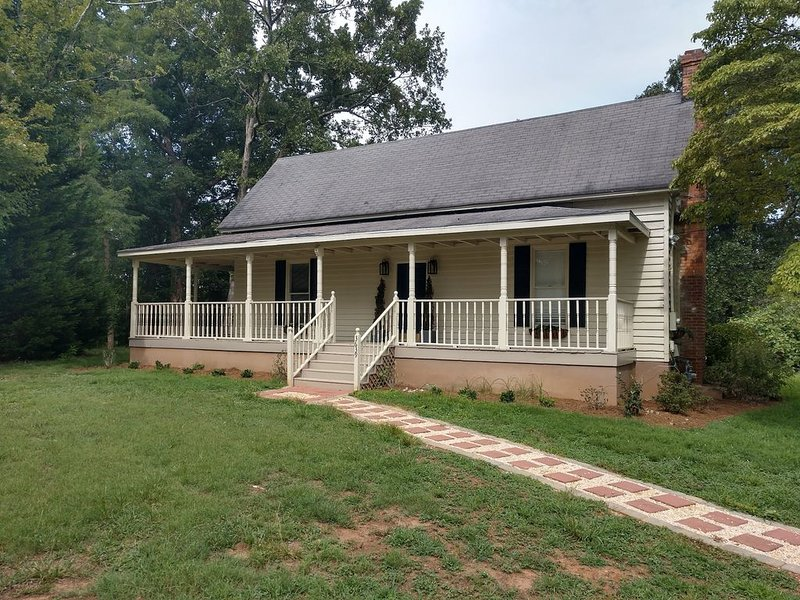 Heritage Home Place: 1870s farm house on old family farm, location de vacances à Gillsville