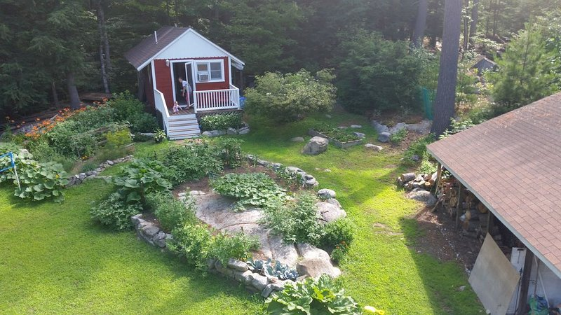 Sebago Lake Cabin on Raymond Cape; a small newly renovated space., vacation rental in Raymond