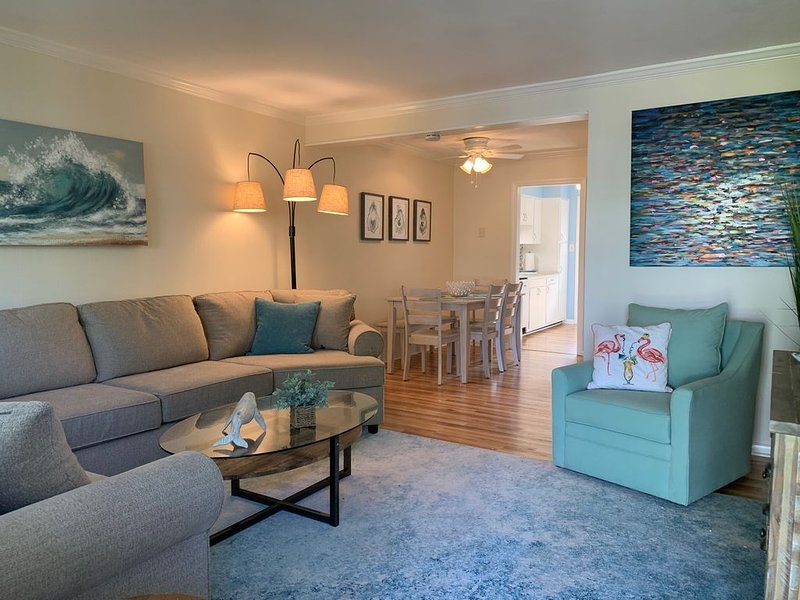 A WAVE FROM IT ALL, A North End Cottage is calling your name!, alquiler de vacaciones en Virginia Beach