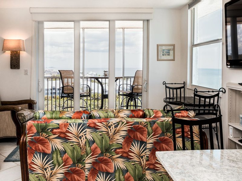 Best view from the top - Immaculate new interior - SW facing 10th floor unit, vacation rental in Bonita Springs