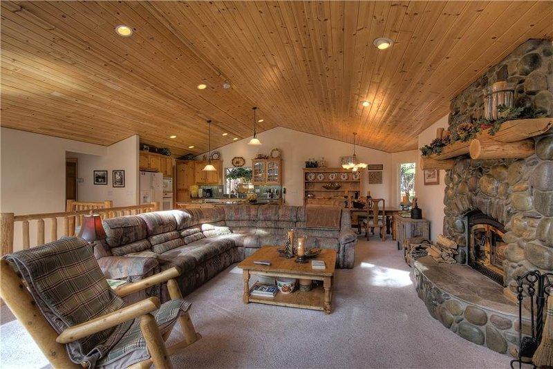 Pete's Place: 4 BR / 2.5 BA house/cabin in Tahoe Vista, Sleeps 8, alquiler de vacaciones en Tahoe Vista