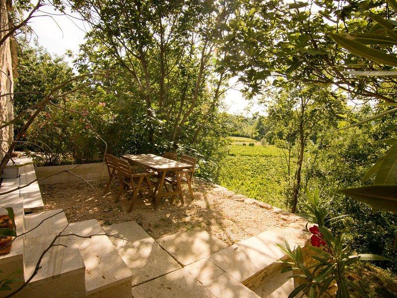 La Bergerie dans ancienne ferme, très au calme, holiday rental in Mollans sur Ouveze
