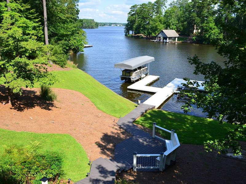 Reynolds Lake Oconee 3 Acre Lakefront Home With 5 Bedrooms And 5 Baths, casa vacanza a Greensboro
