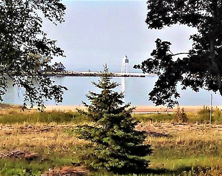 Great Views of the Bay and Lighthouse!  [HUNTING SPECIAL: Nov 8-Dec 17, 2020], vacation rental in Burt Lake