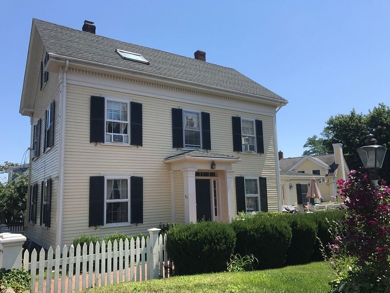 Walkable to Everything that is Great about Marblehead!  Beaches & Pond nearby, holiday rental in Marblehead