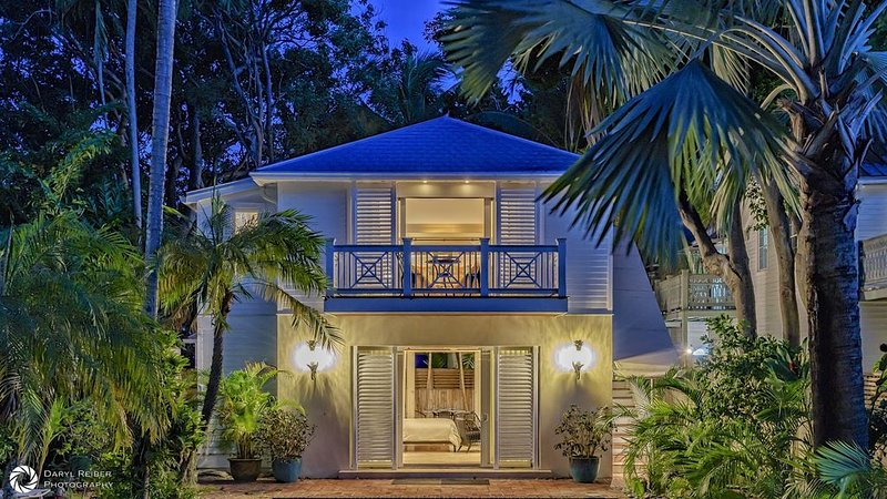 **DARLING OF DUVAL * OLD TOWN** Estate Cottage + Spa + LAST KEY SERVICES…, holiday rental in Stock Island