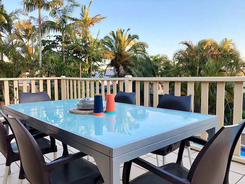 SPACIOUS HOME JUST 4KM TO SURFERS PARADISE, holiday rental in Pacific Pines