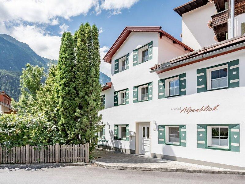 Ferienhaus Alpenblick in Oetz - Einzelhaus bis 6 Personen - Zentral gelegen, holiday rental in Tarrenz