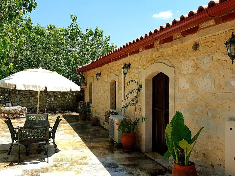 Cosy private cottage, old barn, Pasalites, countryside near Panormo, NW-coast, holiday rental in Zoniana