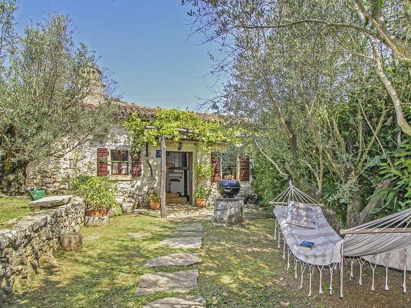 Ferienhaus Mia * ruhige Lage, eingezäunter Garten, Hunde willkommen, casa vacanza a Vinez