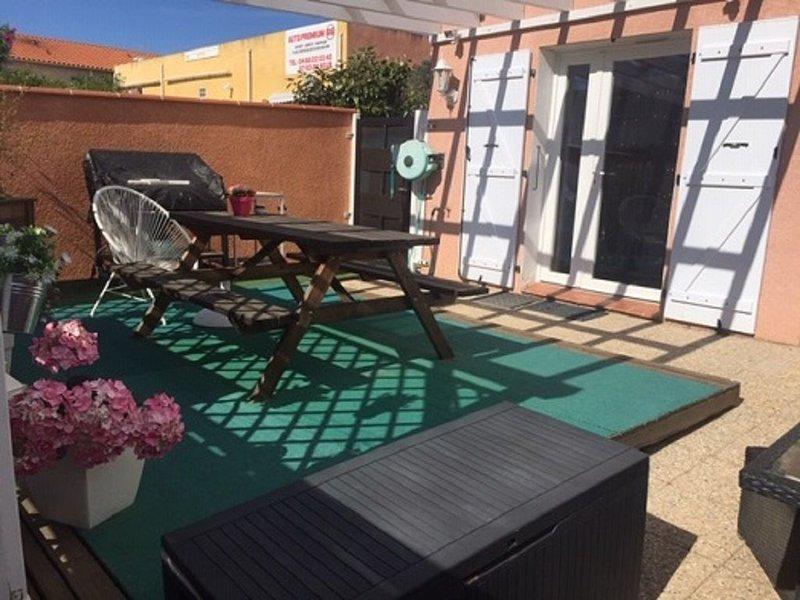 Petit nid d'amour pour 2 (T2 avec terrasse ensoleillé), casa vacanza a Saint-Andre