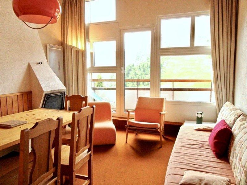 Grand 2/3 pièces vintage en dernier étage. Proche village des enfants et centre, vacation rental in Avoriaz