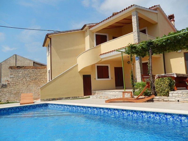 Ferienhaus Oriana...  geeignet für familien mit kindern, location de vacances à Liznjan