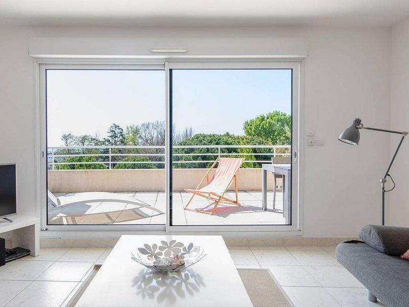 Bel appartement spacieux et moderne avec vue mer, classé 4 étoiles Réf.LGM62HTH, holiday rental in La Grande-Motte