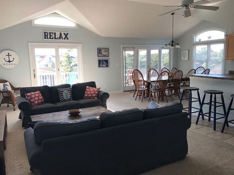 Spacious Home -> 2 Blocks To Beach -> 5 Blocks To Downtown Bethany Beach, holiday rental in Bethany Beach