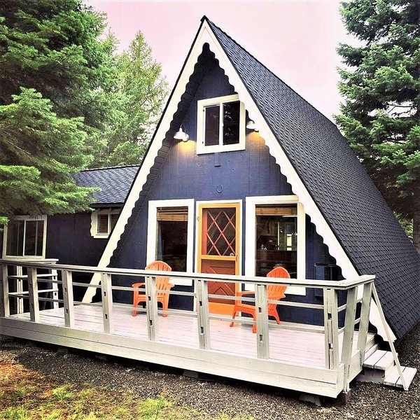 Cute, pet friendly, two story cabin near Cascade Lake, alquiler vacacional en Donnelly