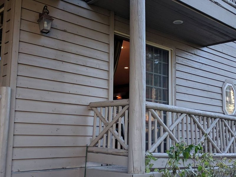 Liten privat balkong, precis utanför köket och perfekt för morgonkaffe